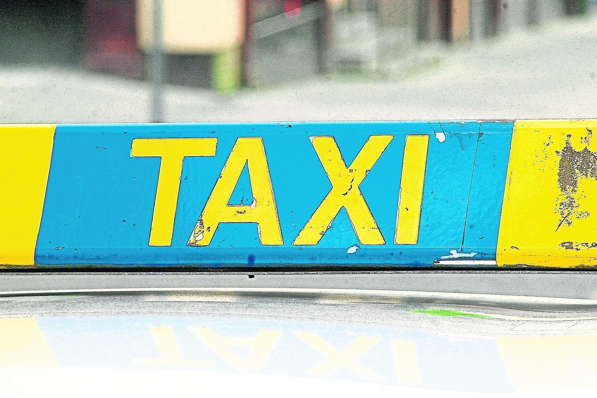 Taxi driver fined €150 for blocking path of pedestrians in