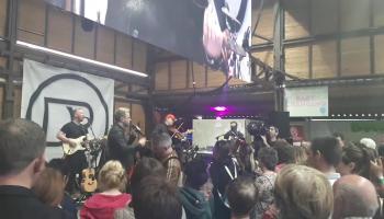 Irish country star Derek Ryan raises the roof at ploughing championships