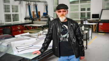 Cutting-edge medical devices firm commissions artwork from Limerick-based artist for new facility