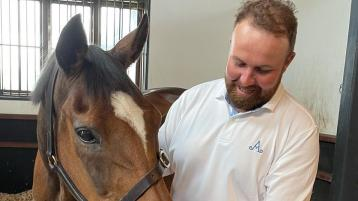 Champion golfer meets champion hurdler as Shane Lowry visits Istabraq in Limerick