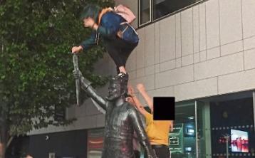 Gardai urged to patrol closing time as late-night revelers climb Limerick's Richard Harris statue
