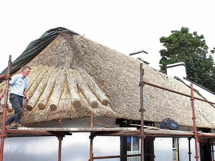 Tom 225 S Weaves His Magic On Limerick Pub S Thatched Roof