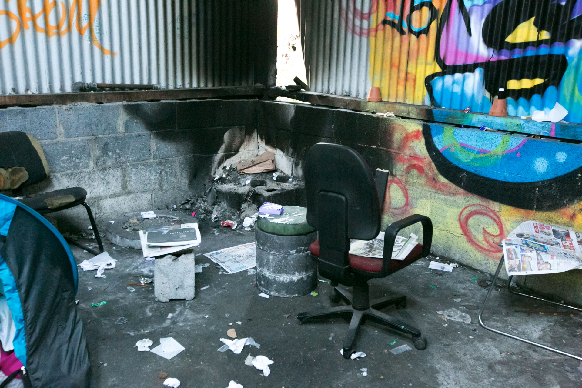 The refugee-style c& has on average six people sleeping there but that number can peak at 15 as the temperature plunges below the freezing mark. & Abandoned building in Limerick houses homeless in tents - Limerick ...
