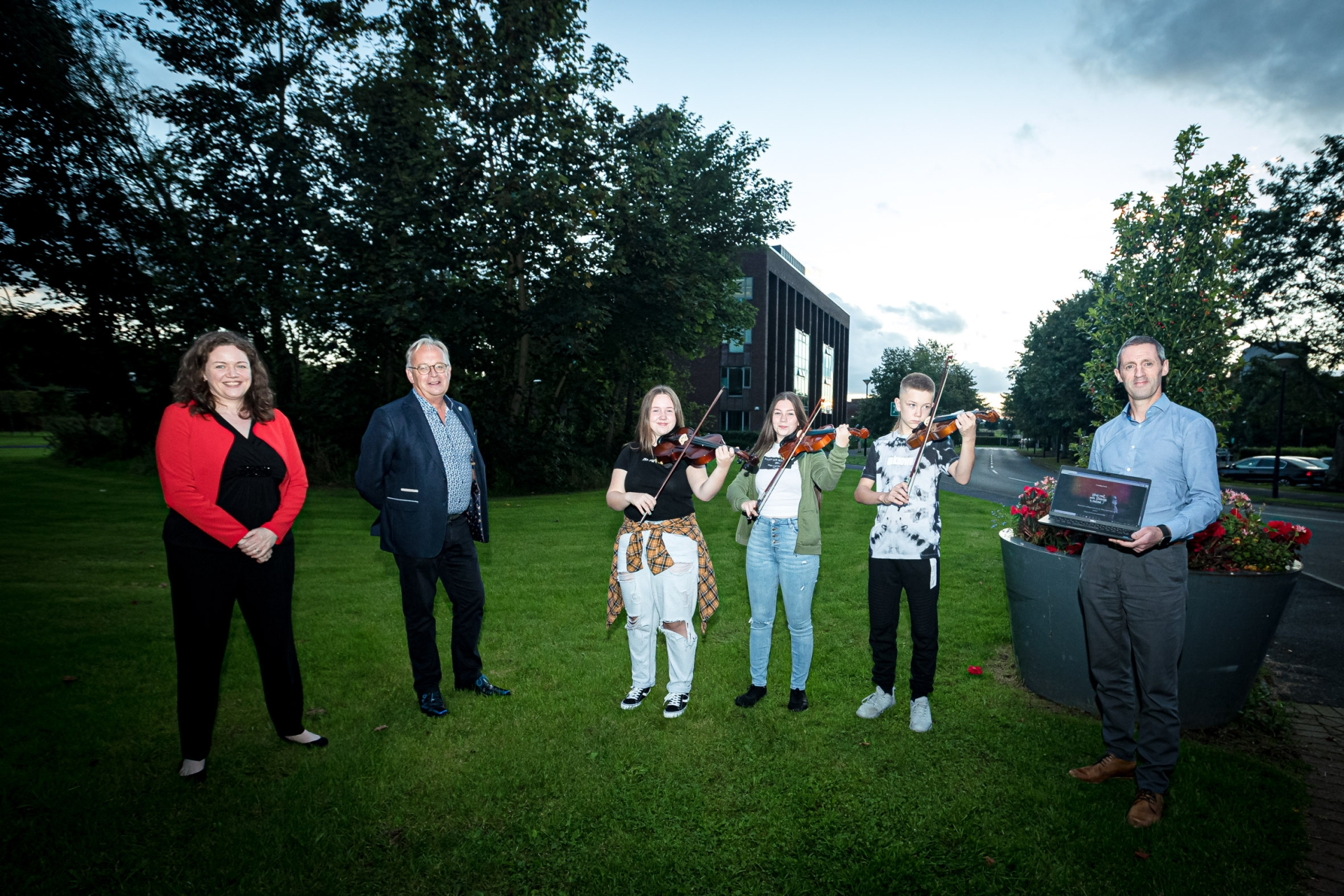 Kathrine Barnecutt, ICO Education & Outreach Officer,  Gerard Keenan, CEO Irish Chamber Orchestra, Leona, Allanah & Peter Purcill, ICO Youth Orchestra and Kieran Considine, Head of AIB (Clare Limerick & Kerry) at the launch of  ICO's innovative new teaching resource